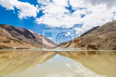Góra odbicia w jeziorze w Ladakh