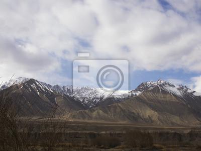Górskie i chmury w Ladakh, Indie Region