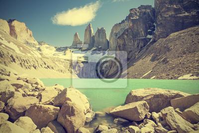 Góry Torres del Paine i jezioro w Chile, Patagonia, vintage