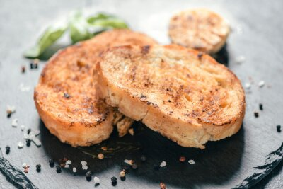 Obraz Grillowany chleb z cebulą