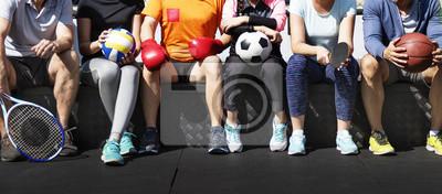 Obraz Grupa różnych sportowców siedzi razem