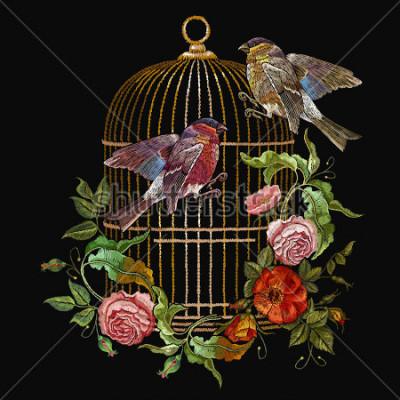 Obraz Haft ptaków i ptaków klatka i kwiaty wektor. Klasyczny haft gil i titmouse, złota klatka, vintage pąki dzikich róż. Wiosna moda, szablon do wersji ubrań, t-shirt