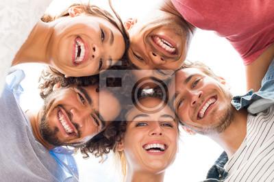 Obraz Happy znajomych obejmowanie
