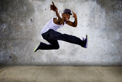 Obraz hip hop tancerz wysokie skoki na betonie