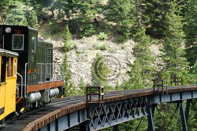 Historyczne parowa Train Coming Down the Tracks