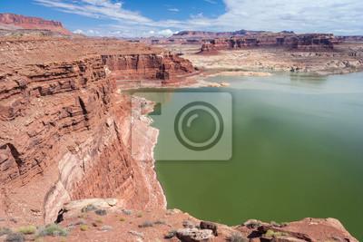 Hite Marina na rzece Kolorado w Glen Canyon National Recreation Area