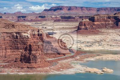 Hite Marina nad jeziorem Powell i Colorado River w Glen Canyon National Recreation Area