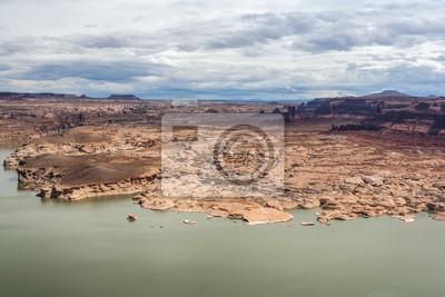 Hite Marina pole kempingowe na rzece Kolorado w Glen Canyon National Recreation Area