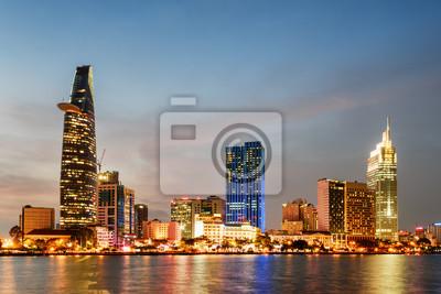 Ho Chi Minh City i Saigon River o zachodzie słońca