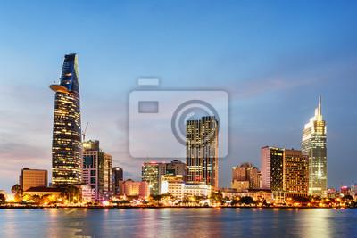 Ho Chi Minh City skyline o zachodzie słońca. Scenic pejzaż miejski