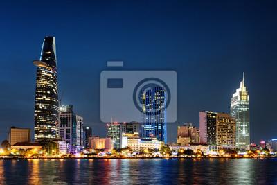 Ho Chi Minh City skyline w nocy. Piękny pejzaż miejski