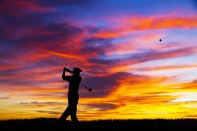Obraz hombre jugando al golf en su tiempo libre