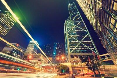 Obraz Hong Kong, Chiny, widok nocny. Promienie światła jasne duże miasta Hong Kongu
