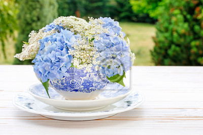 Obraz How to make floral arrangement with blue hortensia (hydrangea) and white Queen Anne's lace