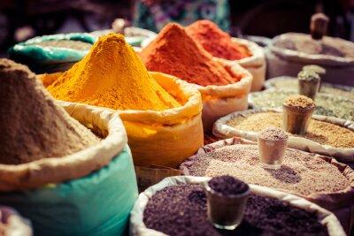 Obraz Indian kolorowe przyprawy na rynku lokalnym.