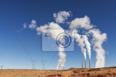 Infrastruktura energetyczna. Komin biały dym na błękitnym niebie