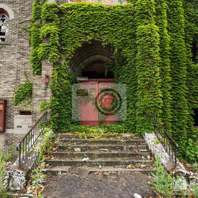 Ivy pokryte Kościół