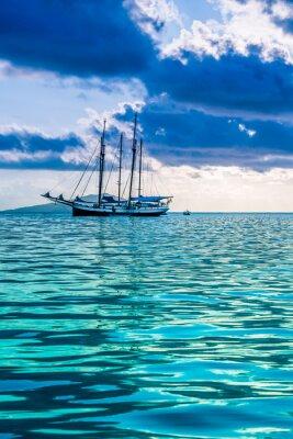 Obraz Jacht rekreacyjny na Oceanie Indyjskim