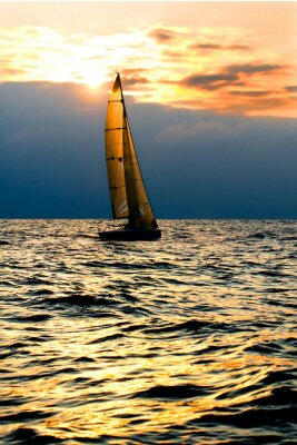 Obraz Jacht Sport w morzu o zachodzie słońca.