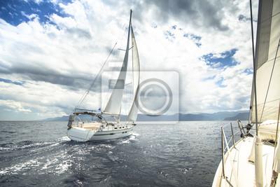Obraz Jachty na wyścigu w burzliwym morzu.