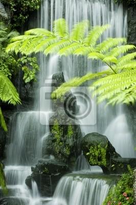 Japońska wodospady ogrodowe, powolne migawki.