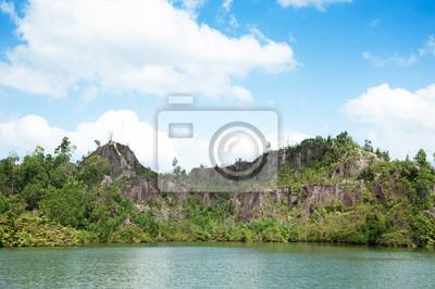 Jezioro w lesie tropikalnym zadzwonić Ranong Canyon w Ranong, Tajlandia
