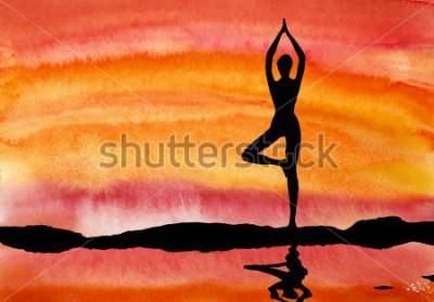 Obraz joga o zachodzie słońca na tle vody