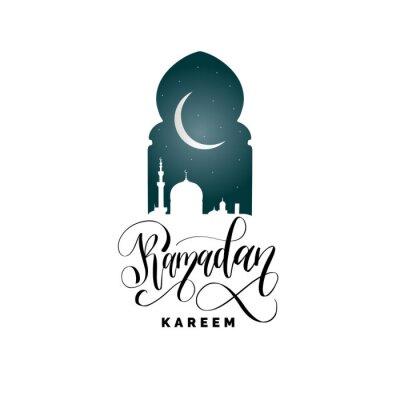 Kaligrafia Ramadan Kareem. Wektorowa ilustracja Islamscy wakacyjni symbole. Rysowany meczet nocy widok z łuku.