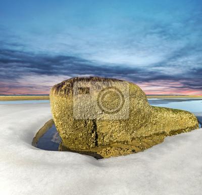 Obraz Kamień, morze, rock, na bałtyckiej plaży otoczonej lodem.