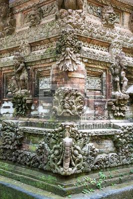 Kamień rzeźba Obyek Wisata Bukit Sari Sangeh w Bali w Indonezji.