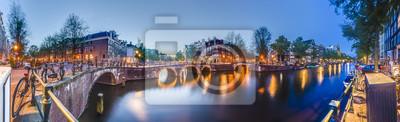 Kanał Keizersgracht w Amsterdamie, Holandia.