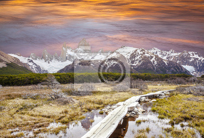 Kładka w Andach, góra Fitz Roy, Patagonia, Argenti
