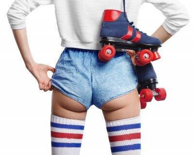Obraz kobieta dotyka szorty z quadów na ramieniu