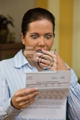 Kobieta z niezapłaconych rachunków