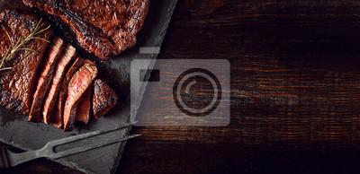 Obraz kolacja dla dwojga ze stekami i czerwonym winem