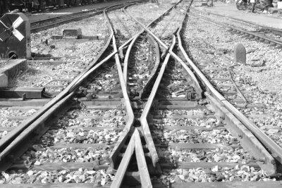 Kolej / Obraz pustej linii kolejowej. Czarno-biały tonu.