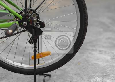Koło roweru / Części kierownicą roweru. Wybierz nacisk na oponę rowerową.