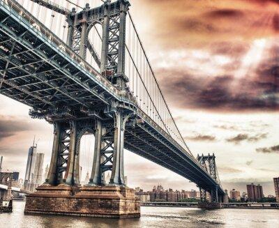 Obraz Kolory zmierzchu niebo nad pięknym Manhattan Bridge