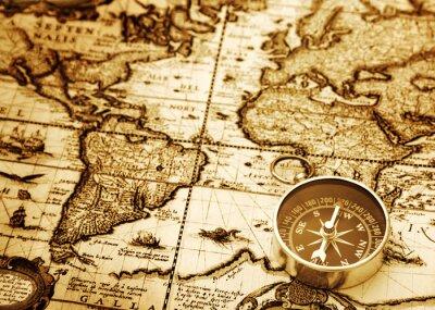 Obraz Kompas na mapie rocznika
