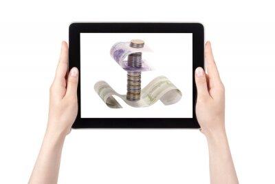 koncepcja łodzi sen z cyfrowym tablecie i rąk samodzielnie