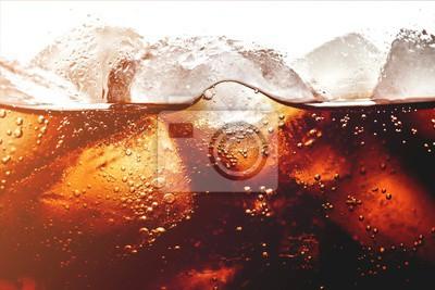 Obraz Kostki lodu w napoju cola, z bliska
