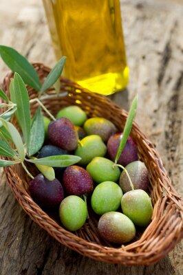 Obraz Kosz z oliwek i olej - Cesto con olive e olio