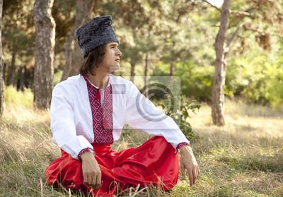 Kozak w krajowych ukraiński strój.