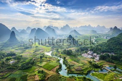 Obraz Krajobraz Guilin, Li River i krasowych gór. Położony w pobliżu Yangshuo County, Guilin City, prowincja Guangxi, Chiny.