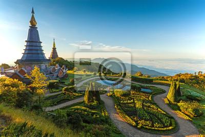 Krajobraz z dwóch pagoda w górach Inthanon