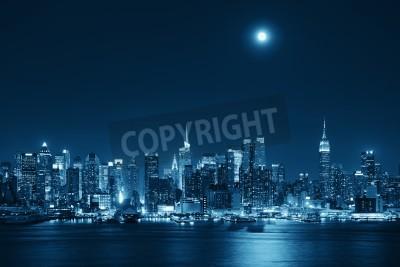 Obraz Księżyc wzrost na Manhattanie z panoramę miasta w nocy