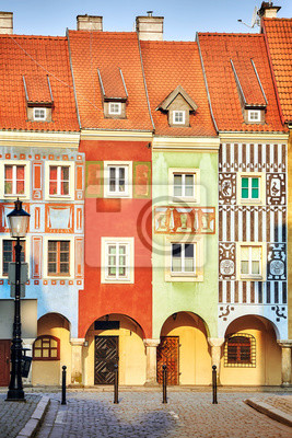 Kupców domy w Poznańskim Starym rynku przy wschodem słońca, Polska.