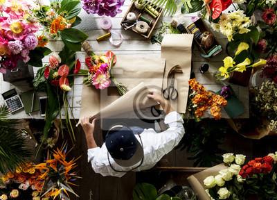 Obraz Kwiaciarnia dokonywania kwiatu w sklepie kwiatowym