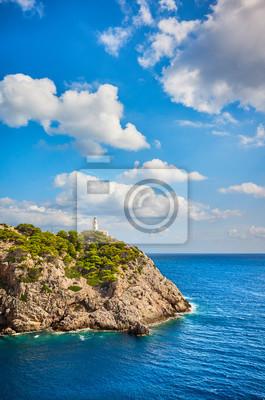 Latarnia morska Capdepera w piękny dzień, Majorka, Hiszpania.