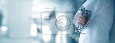 Obraz Lekarka z stetoskopem w ręce na szpitalnym tła, medycznego i medycyny pojęciu ,.